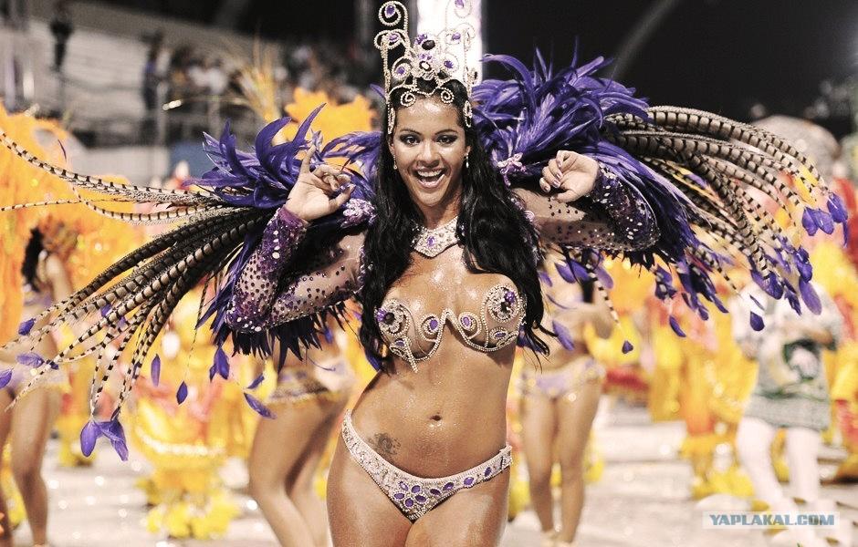 карнавал с голими девками