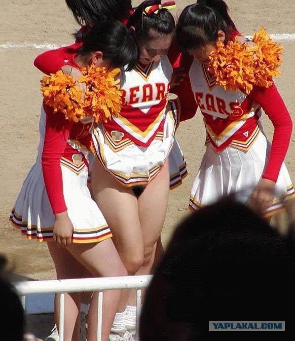 Accidental nudity cheerleader — img 2