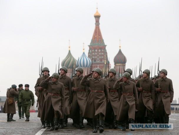 В Москве прошел торжественный марш в честь парада 7 ноября 1941 года