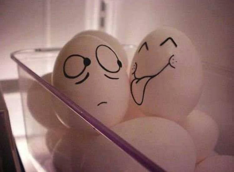 Сжимает мужику яйца 12