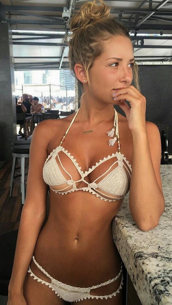 Сексуальные девушки в бикини
