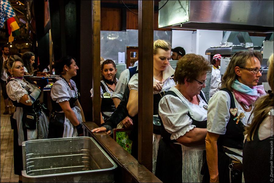 Пышногрудые официантки фото фото 187-887