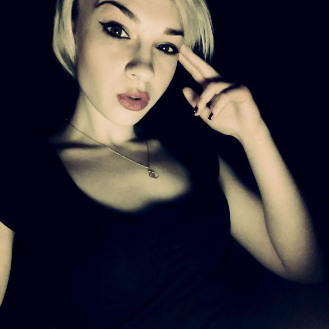 Девушка-пристав с процесса Улюкаева покоряет Сеть