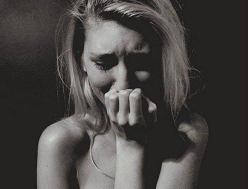 является личностью фото девушка плачет от боли меня