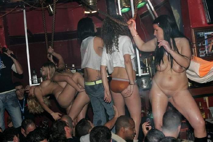 смотреть танцы на дискотеках голых девчонок согнутыми задранными