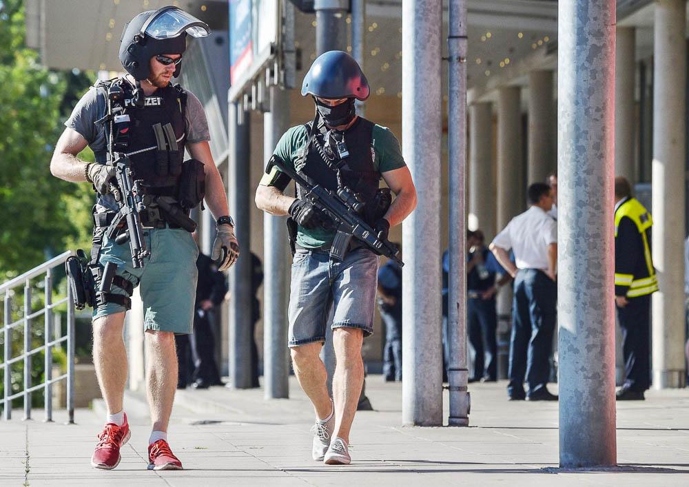 полицейский в гражданской одежде