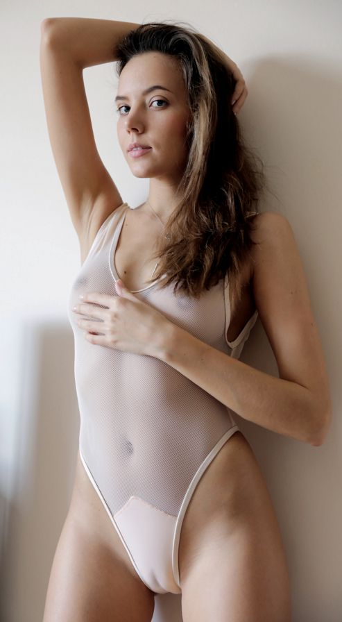 Girls naked with cameltoes 4