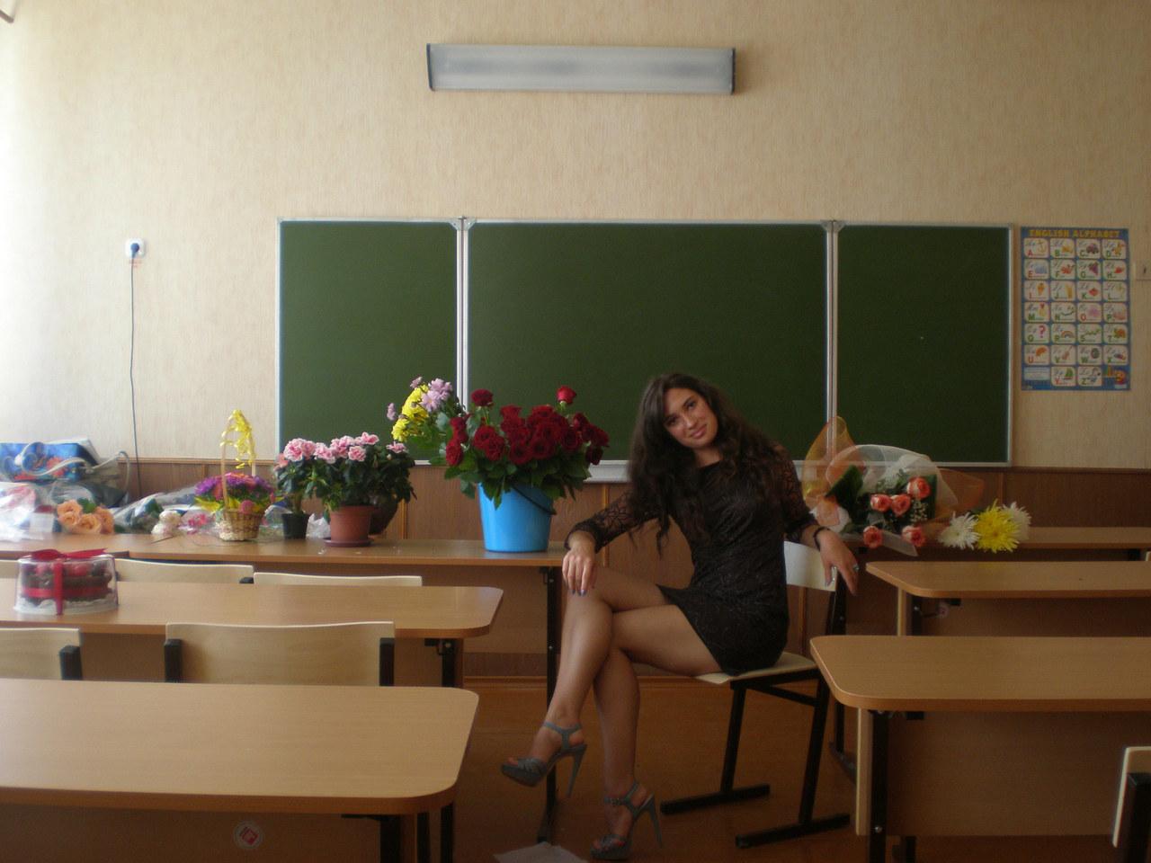 Училки которых бы я трахнул, Порно Учитель -видео. Смотреть порно онлайн! 25 фотография