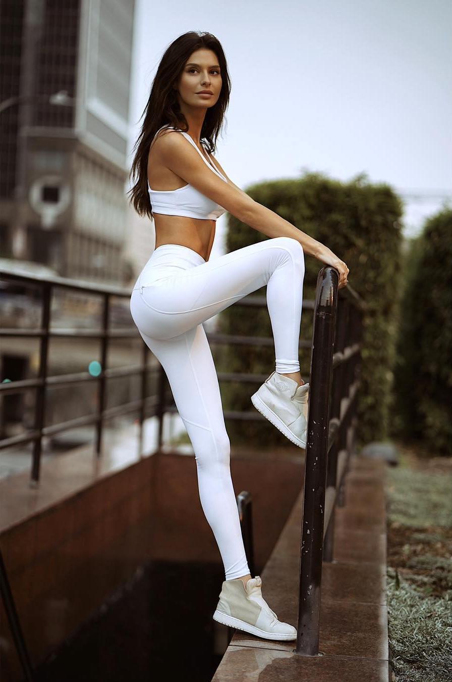 вот все просмотр видео девушек в облегающих белых штанах пора жестоко страстно