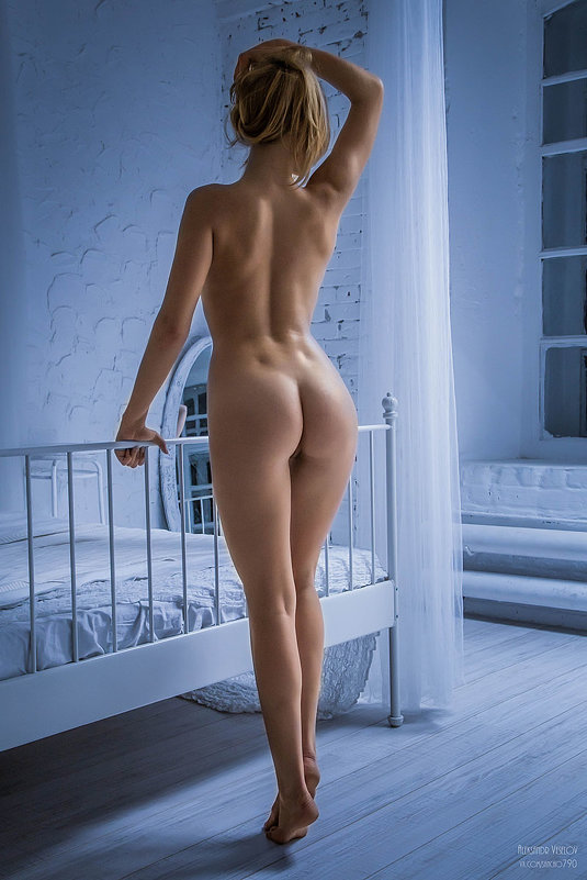 Вид голой женщины сзади в картинках — photo 11