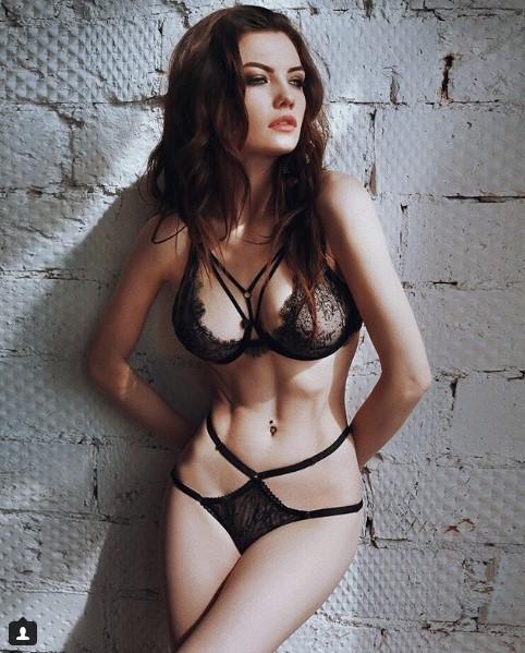 fotki-devushki-seksualniy-suchka-nezhno-soset-huy