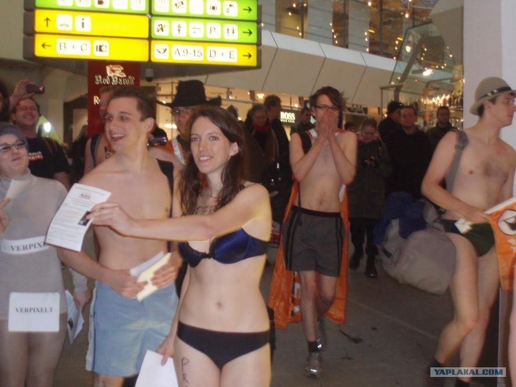 Голые девки в аэропорту фото
