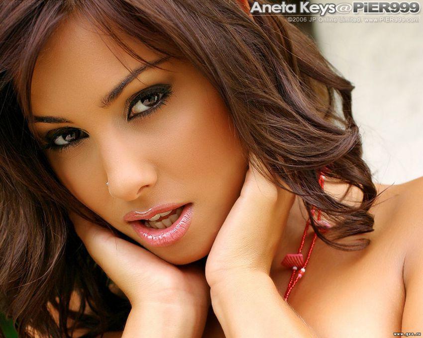 Видео большой красивые порно актрисы с карими глазами порнуха все категории