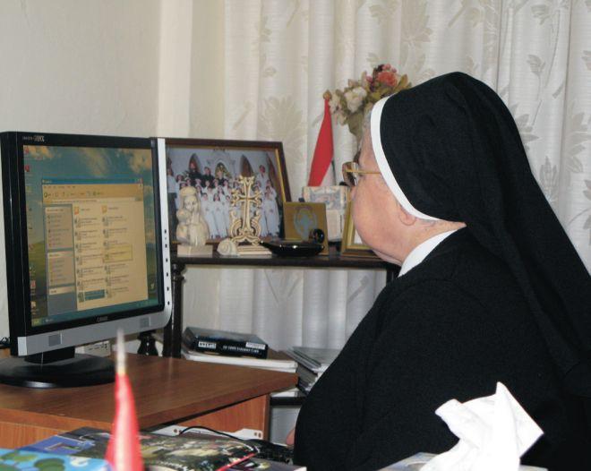 Ебал сестру перед компьютером