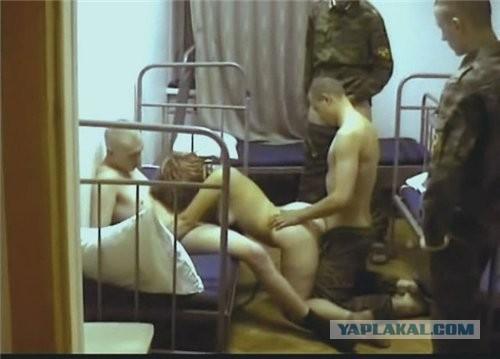 Порно русских сняли проститутку в казарму, на улице в попу порно видео