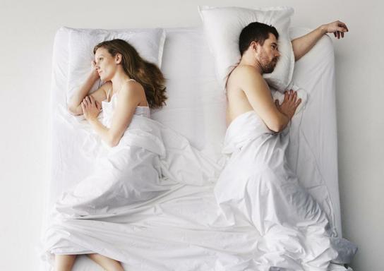 С женой надо спать в разных кроватях