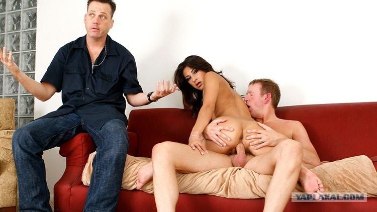 муж пришел домой и застал жену с другим порно