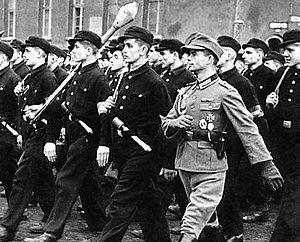 Фольксштурм - гитлеровское ополчение.