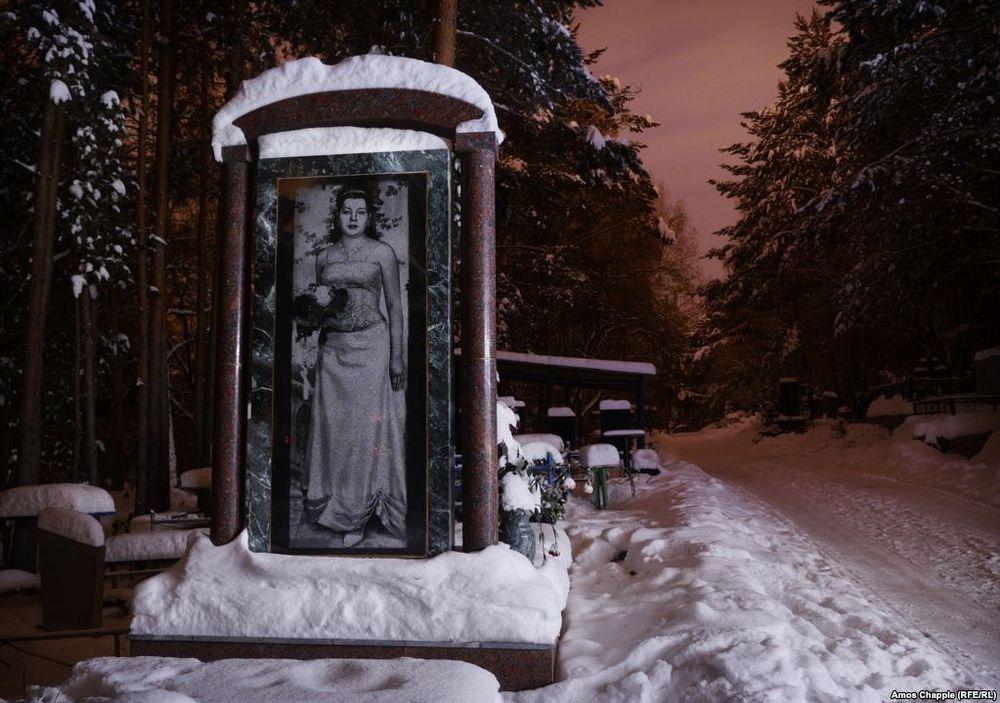 Памятники и надгробия в екатеринбурге на северном кладбище каталог памятников из гранита цены фото угловые