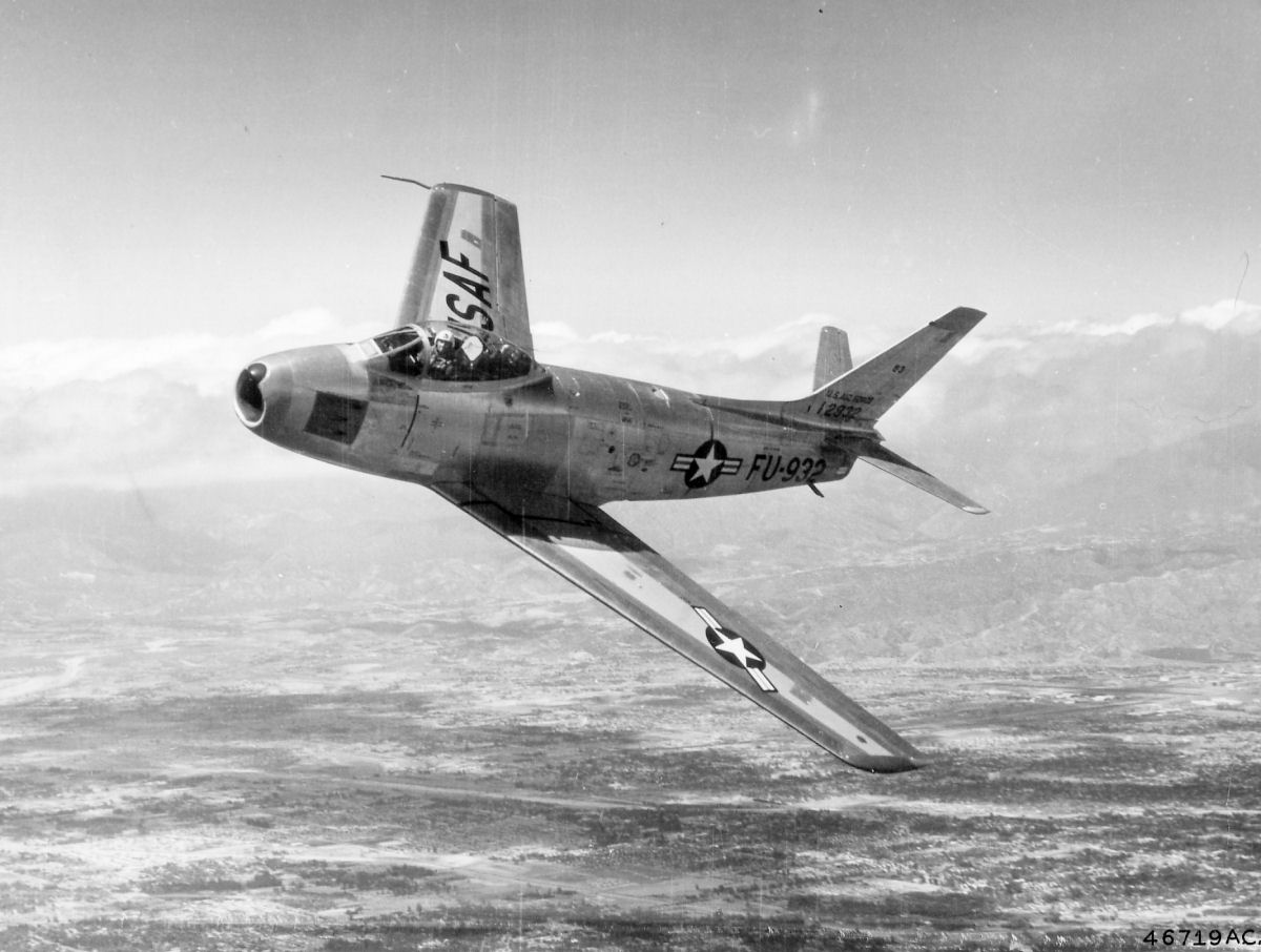 a comparison of russian built mig 15 and us built sabre fighter jet in korean war The us air force's first swept-wing jet fighter the russian built mig-15 the f-86 sabre was introduced korean war, all but one flew the f-86 sabre.