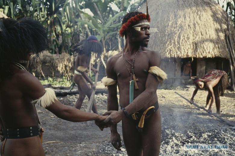 Картинки по запросу Дикое племя хранит копченые тела умерших предков