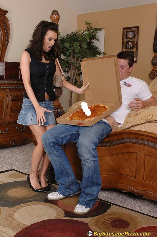 выкладываем разносчик пиццы и девушка без трусиков телочка тугими