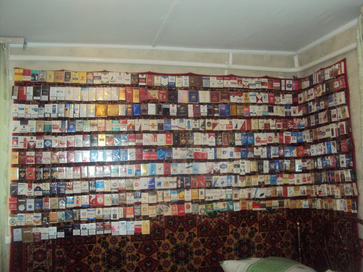 фото коллекции пустых пачек от сигарет столицы оно отдалено