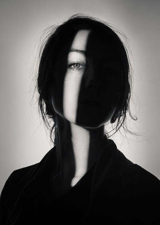 девушки фото в тени
