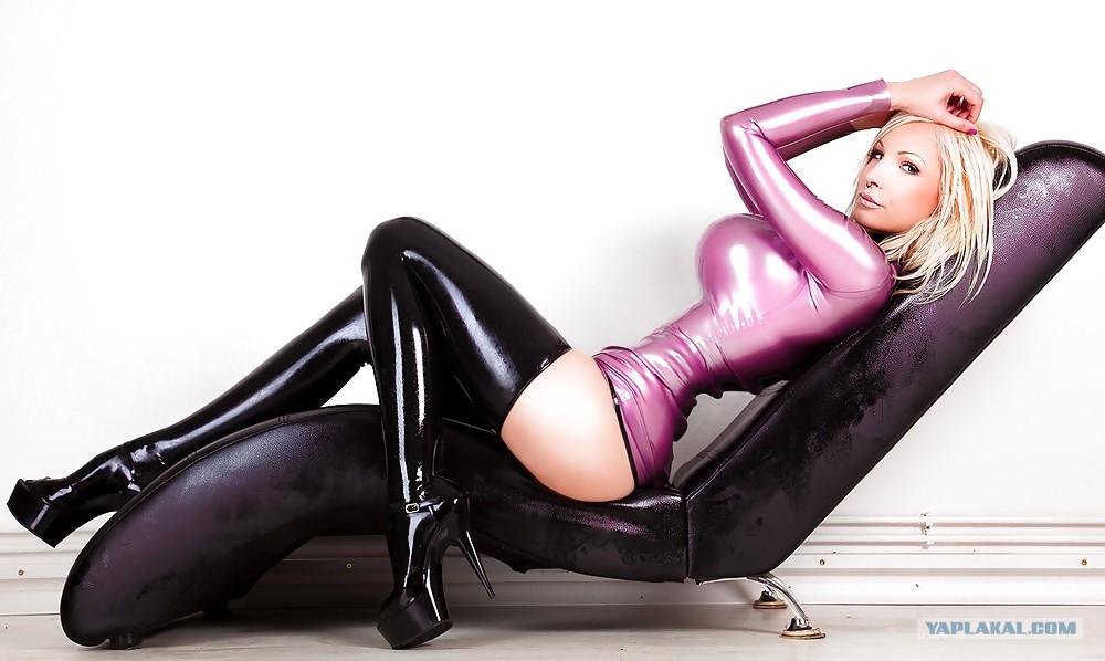eroticheskie-foto-devushek-v-latekse