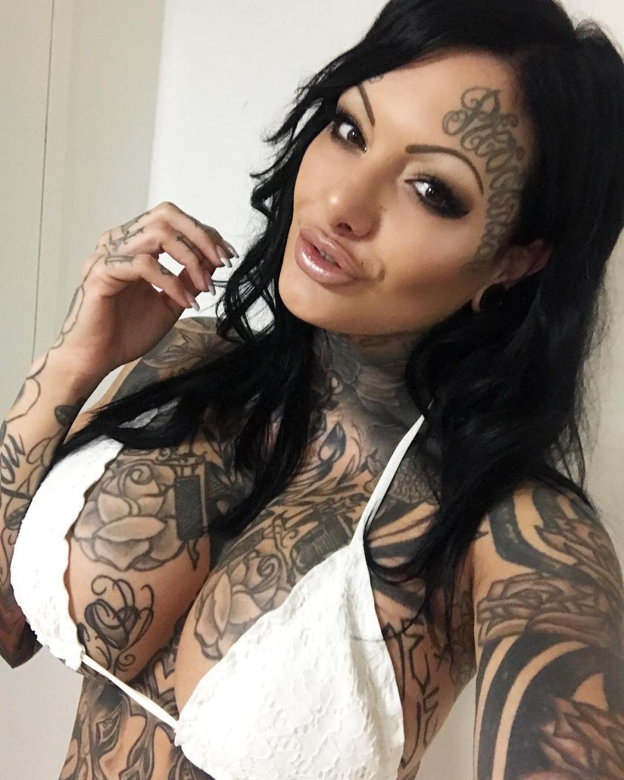 Фото девушек с татуировками, порно сисястая тетя совратила