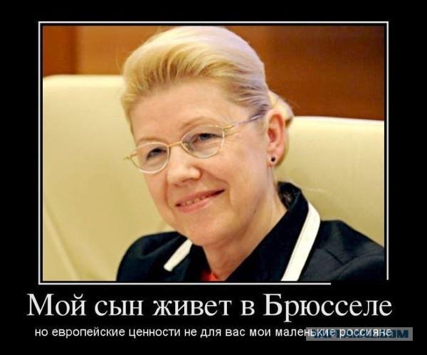 trahnuli-vdvoem-odnu-krasotku-golubki-razvlekayutsya-na-krovati