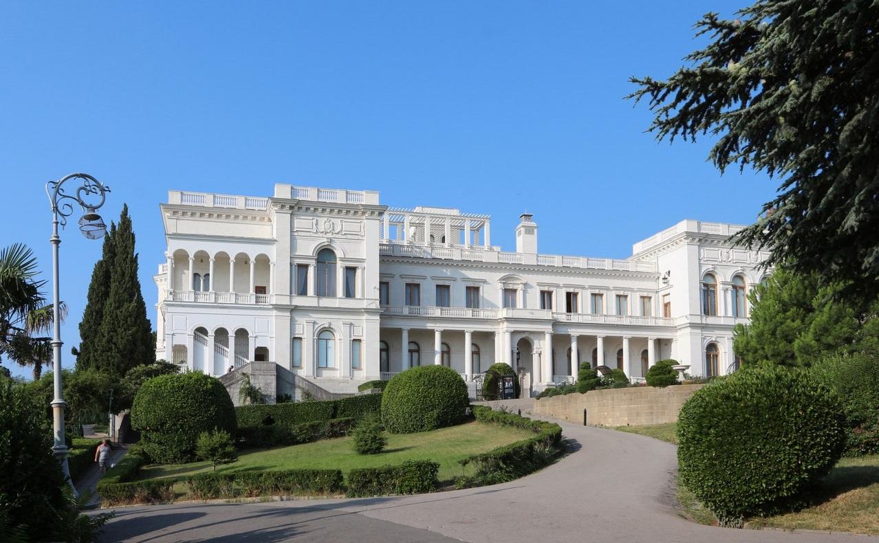 Покажи нам картинки ливадийского дворца и воронцовский дворец, днем рождения женщине