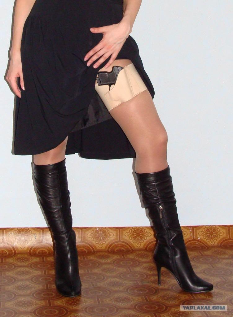 Лезет жене под юбку фото 618-43