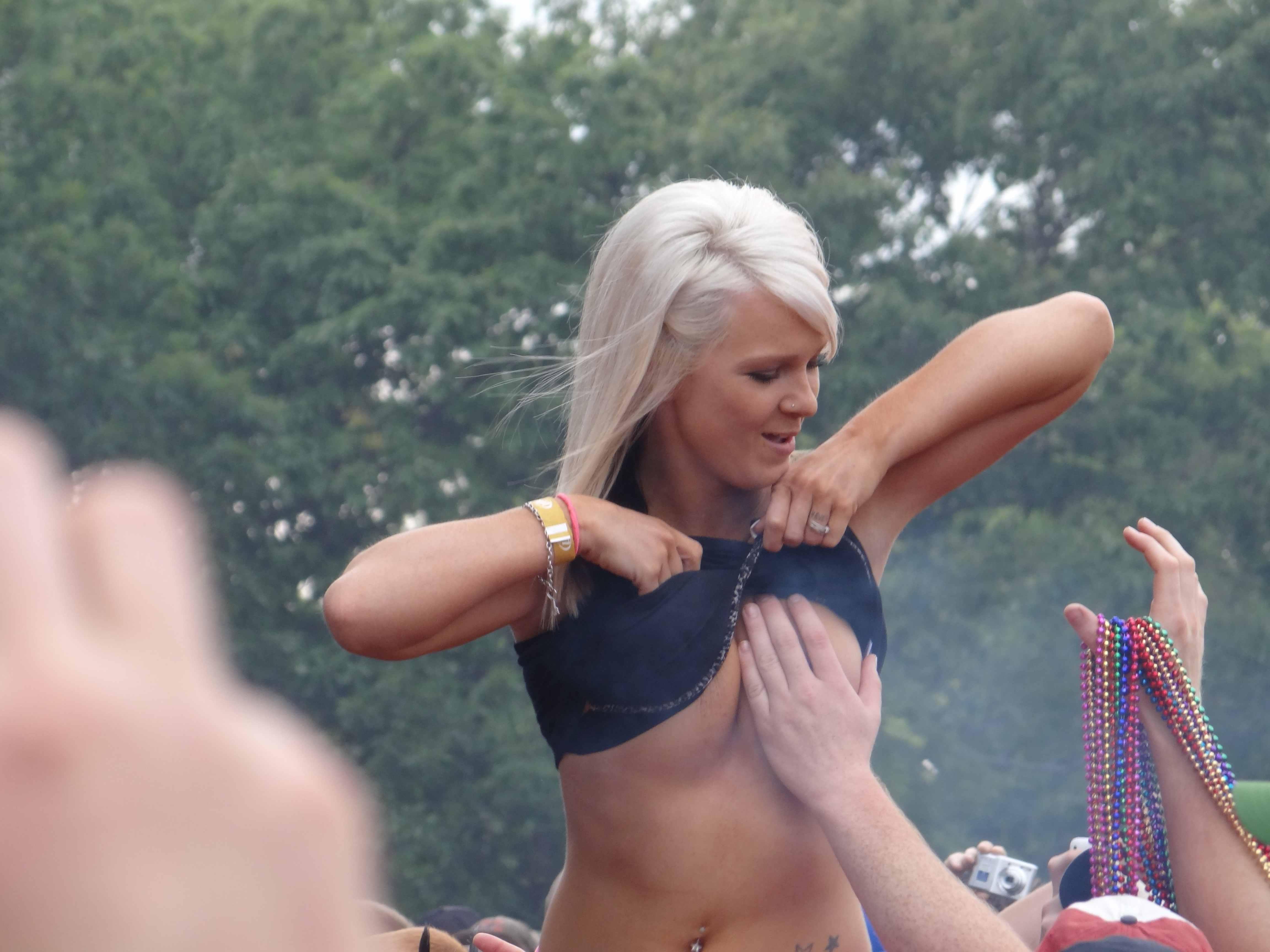 YAPLACAL.COM Nudes Фестиваль и naked boobs
