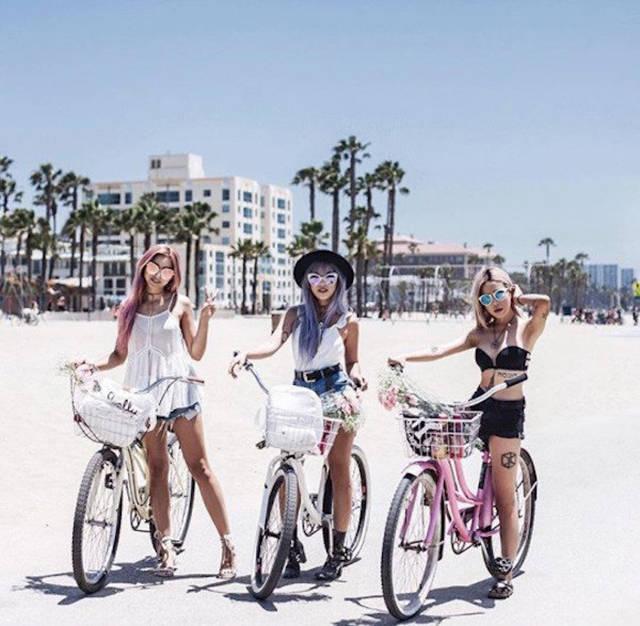 В - велосипедистки