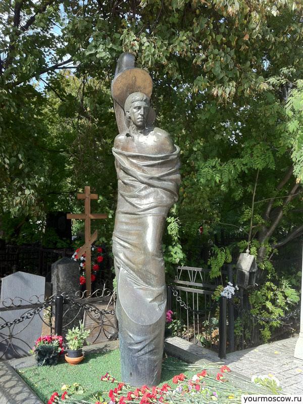 Зачем на могилу ставят памятник Мемориальный комплекс с крестом Ревда
