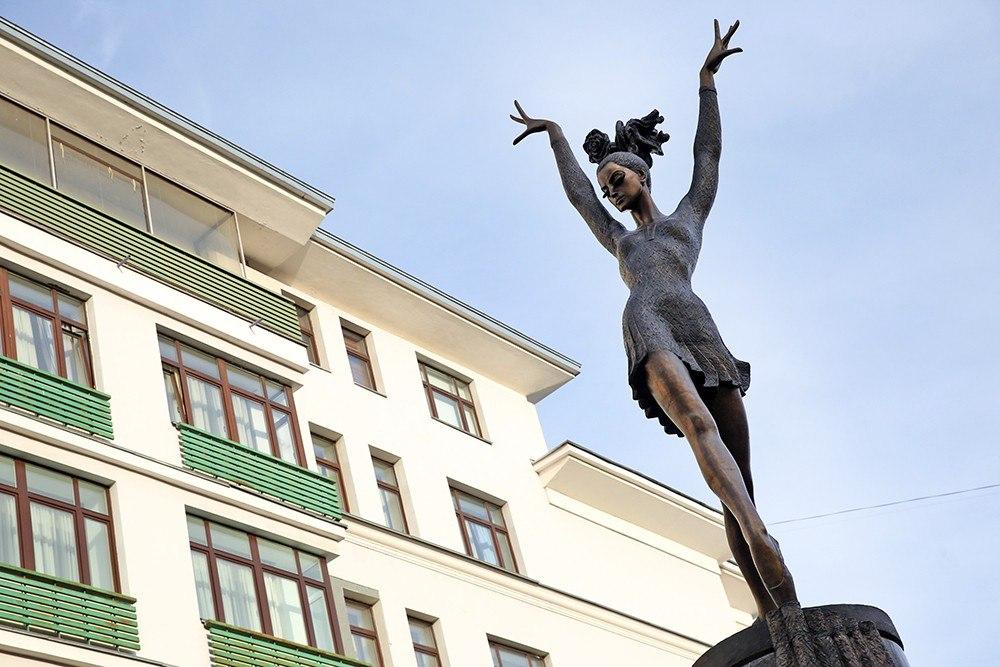 Памятник с ангелом Мезень Памятник Роза из двух видов гранита Усолье-Сибирское