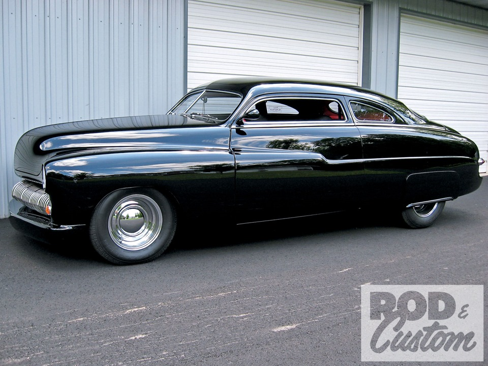 Какая машина была у сильвестра сталлоне в фильме кобра сколько лет пуговки из папиных дочек сейчас