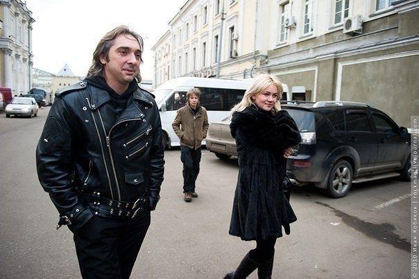 Боевые подруги: как выглядят жены российских рок-музыкантов