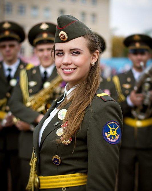 Смотреть девушек в военной форме #15