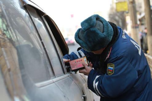 Взяточников из ГИБДД поймали из–за неудачной шутки в Сбербанке.