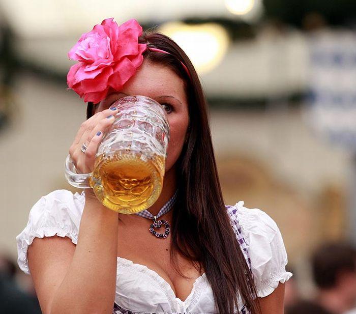 Летием женщине, привет девчонки картинки с пивом