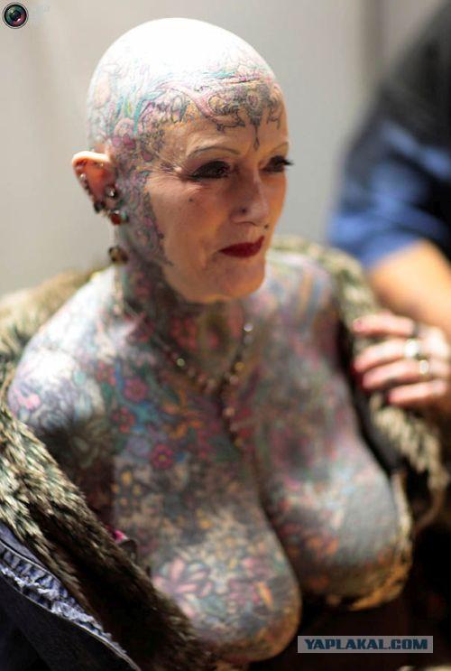 Татуировка член на лице