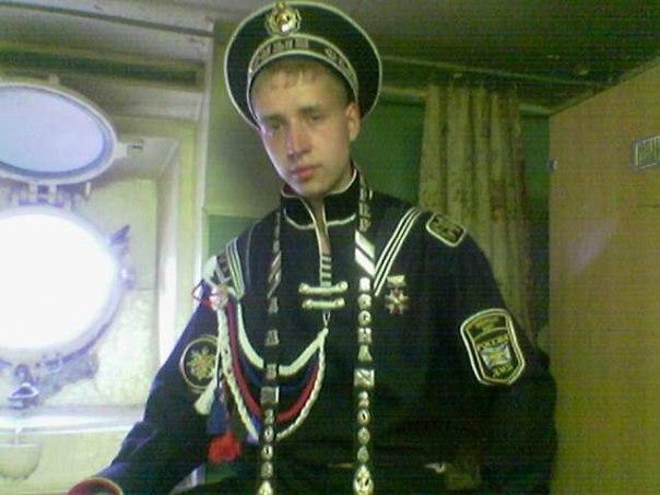 Солдат шьет - служба идет