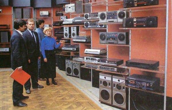 Обзор восьми важных изобретений, которые были сделаны в 1980-х годах и вызвали лавинообразное развитие технологий и электроники, что начало значительно менять стиль жизни
