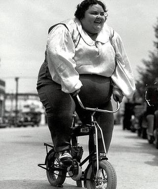 Девочки писей на велосипеде фото 532-385