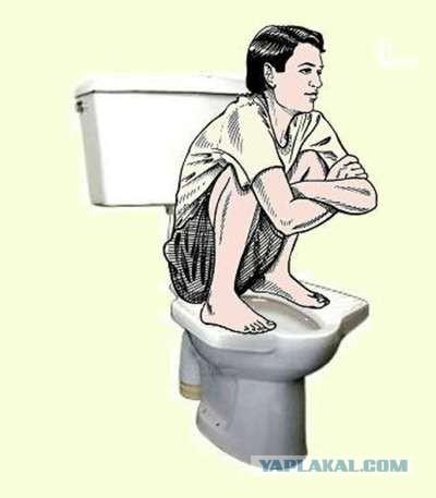 В общественном туалете брызги попали на половые органы