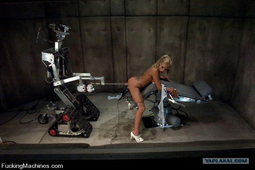telka-trahaetsya-s-robotom