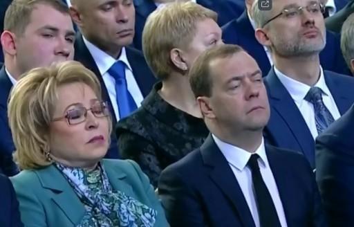 Фото спящих медведева и матвиенко