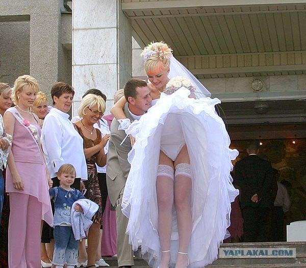 под юбкой у гостей на свадьбе видео легче